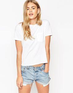 ASOS | ASOS – T-Shirt mit Tasche bei ASOS