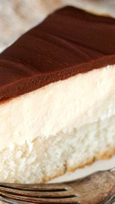 Cream Pie Cheesecake Boston Cream Pie Cheesecake Recipe ~ a layer of vanilla cake, a layer of cheesecake and a yummy chocolate ganache toppingCheesecake (disambiguation) Cheesecake is a dessert. Cheesecake or cheese cake may also refer to: Brownie Desserts, Oreo Dessert, Mini Desserts, No Bake Desserts, Just Desserts, Delicious Desserts, Dessert Recipes, Yummy Food, Food Cakes
