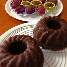 シナモン、クローブ、ナツメグ、モラセスを入れて、ガツンとしたチョコケーキにしてみました。お気に入りのチョコケーキ。 - 42件のもぐもぐ - スパイシーチョコケーキ by まして