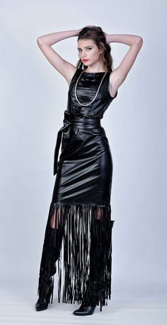 Leather fringe dress Queen Fashion, Grey Fashion, Leather Fashion, Womens Fashion, Chic Outfits, Sexy Outfits, Pretty Outfits, Pretty Dresses, Dress With Boots
