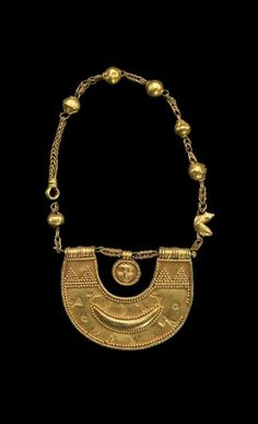 Gold Necklace with amulet of the goddess al-Lat - probably 1st century. Yemen, Tamna | Freer and Sackler Galleries
