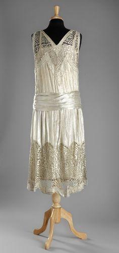 Evening dress, 1920s. From Stockholms Auktionsverk.