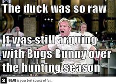 Chef Ramsay and the duck - Funny Duck - Funny Duck meme - - LOL Oh Chef Ramsey haha The post Chef Ramsay and the duck appeared first on Gag Dad. Stupid Funny Memes, Funny Fails, Funny Posts, Funny Quotes, Funny Stuff, Funny Things, Funny Humor, Humour Quotes, Funny Memes