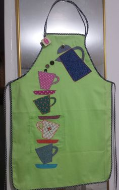 Gallinas I don't wear aprons but these are just outsta Small Sewing Projects, Sewing For Kids, Sewing Hacks, Sewing Aprons, Sewing Clothes, Fabric Crafts, Sewing Crafts, Cute Aprons, Apron Designs