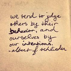 Tendemos a juzgar a los demás por su comportamiento y a nosotros mismos por nuestras intenciones. Albert F. Schlicker Words Quotes, Wise Words, Life Quotes, Relationship Quotes, Quotes Quotes, Wall Quotes, Random Quotes, Relationships, Funny Quotes
