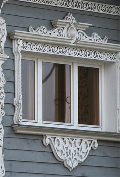 Наличники, домовая резьба. Wooden Window Frames, Wooden Windows, Windows And Doors, Wooden Architecture, Wooden House, Window Coverings, Craftsman, Hand Carved, Victorian