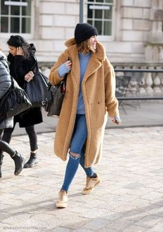 teddy #coat & #denim #style #fashion #streetstyle #inspo #fallfashion #beanie #overcoat