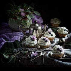 Миндальные капкейки со взбитыми сливками — сказочный десерт по рецепту Екатерины Наумчик. Пошаговое приготовление с фото и подробными описаниями