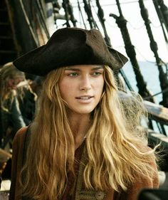 Keira Knightley as Elizabeth Swann in Pirates of the Caribbean: Dead Man's Chest - 2006 Keira Knightley Pirates, Keira Christina Knightley, Elizabeth Swann, Johnny Depp, Pretty People, Beautiful People, Black Sails, Pirate Life, Pirates Of The Caribbean