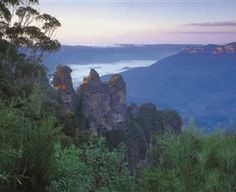 Home to the famous Three Sisters, surrounded by numerous bushwalks and lookouts - Echo Point, NSW