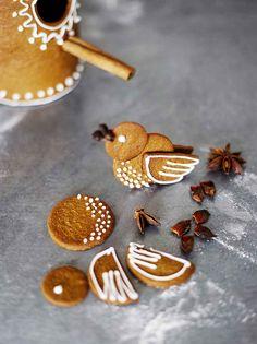 kuva Gingerbread House Designs, Christmas Gingerbread House, Gingerbread Cookies, Christmas Houses, Gingerbread Houses, Christmas Goodies, Christmas Treats, Christmas Baking, Christmas Holidays