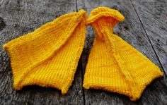 Free knitting pattern for duck baby bootie socks and more bird knitting patterns at http://intheloopknitting.com/bird-knitting-patterns/