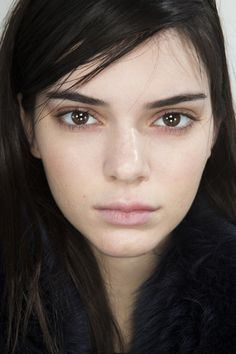 Kendall backstage at Michael Kors Fashion Show 2016 Kendall Jenner Make Up, Kendall Jenner Outfits, Kendall Jenner Eyebrows, Kendalll Jenner, Kardashian Jenner, Straight Eyebrows, Michael Kors Fall, Jenner Makeup, Show Beauty