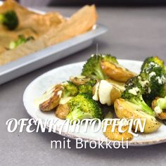 Ofenkartoffel mit Brokkoli Baked potatoes with broccoli - healthy dinner or lunch from the oven. Healthy Party Snacks, Healthy Snacks For Adults, Healthy Dinner Recipes, Vegetarian Recipes, Oven Vegetables, Clean Eating, Healthy Eating, Vegetable Recipes, Feta
