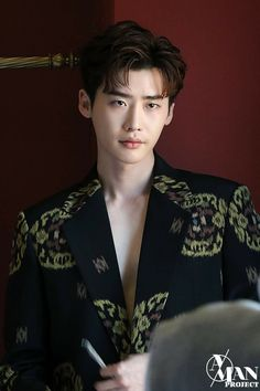 Lee Jong Suk lays on the charms even in the behind-the-scene cuts of his photoshoot with 'Esquire' Lee Jong Suk Cute, Lee Jung Suk, Lee Jong Suk Wallpaper, Up10tion Wooshin, Handsome Korean Actors, Choi Jin, W Two Worlds, Han Hyo Joo, Lee Young