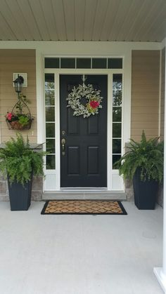 My new front door decor! Find even more entryway front porch decor inspiration at my webpage. My new front door decor! Front Door Planters, Front Door Porch, Front Door Entrance, Front Entrances, Front Stoop, Porch Doors, Porch Entry, Front Porches, Bright Front Doors