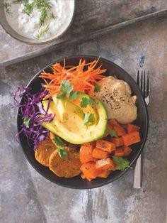 Kromě falafelu a hummusu můžete do misky přidat vařenou čočku, čočkové karbanátky anebo fazolové chili sin carne. Falafel, Hummus, Salads, Ethnic Recipes, Food, Essen, Falafels, Meals, Yemek