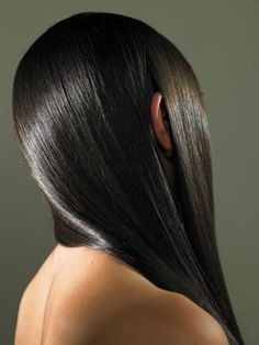 There a a few natural ingredients that will make your hair looks silkier and shinier. Is better to stay away from synthetic products and use natural ones l Diy Hairstyles, Pretty Hairstyles, Shiny Hair Tips, Oil Treatment For Hair, Hair Treatments, Natural Hair Styles, Long Hair Styles, Hair Dos, Hair Hacks