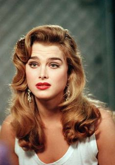 models Brooke Shields became one of the most popular models of the after appearing in a popular campai. Brooke Shields Joven, Brooke Shields Young, Hair Inspo, Hair Inspiration, Pelo Vintage, Classic Beauty, Vintage Hairstyles, Most Beautiful Women, Pretty Face