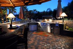 outdoor kitchen...yes please!