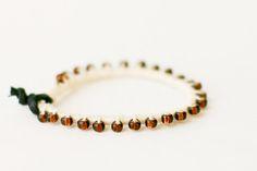 DIY: bead, thread and leather bracelet