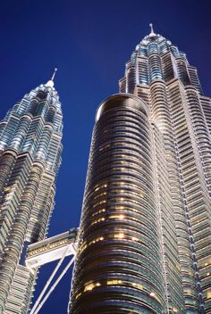 The Petronas Towers in Malaysia. It emphasizes a search for elegance and simplicity in the lines, and the attempt to create an image at once modern. By Cesar Pelli.