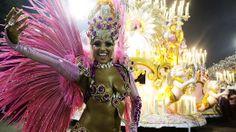 O desfile da Mangueira - Galeria de fotos - VEJA.com____http://veja.abril.com.br/multimidia/galeria-fotos/o-desfile-da-mangueira-2014