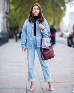 For an elegant spin, finish your double-denim look with sculptural earrings and sleek pumps. Black Jeans Outfit, Denim Outfit, Denim On Denim Style, 60 Fashion, Autumn Fashion, Style Fashion, Denim Fashion, Fashion Tips, Cozy Winter Outfits