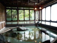 こちらは、大正亭専用の貸切風呂。大正浪漫の真髄です。