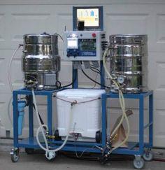 Brillante configuración automatizada fábrica de cerveza en casa.
