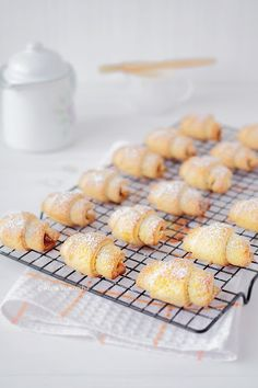 Mini serniczki z mango - Wiem co jem Polish Recipes, Polish Food, Croissants, No Bake Cake, Mango, Muffin, Food And Drink, Sweets, Bread