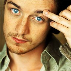 James McAvoy. what gorgeous eyes. Ah but those bitten down nails!!