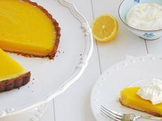 lemon tart = try love lemon tart but never been great at it Lemon Pudding Cake, Sweet Corner, Sweet Treats, Food Porn, Cooking Recipes, Desserts, Gordon Ramsay, Classic, Lemon Tarts