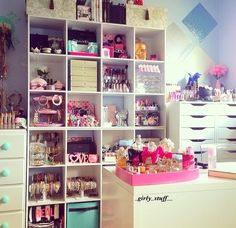 Makeup storage <3 this would be amazing in the makeup / photo studio