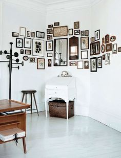 My idea of the perfect corner wall(s). i know, 'ya thought it was one wall. Clever use of hanging items to create a near wallpaper effect. sfgirlbybay / bohemian modern style from a san francisco girl Interior And Exterior, Interior Design, Diy Design, Design Ideas, Wall Design, Frames On Wall, Wall Collage, Framed Wall, Wall Art