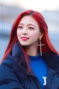 Beautiful Girl of Yuna Itzy - Girl Celebrities Kpop Girl Groups, Korean Girl Groups, Kpop Girls, Girl Celebrities, Korean Beauty, New Girl, Red Hair, Asian Girl, Hair Color
