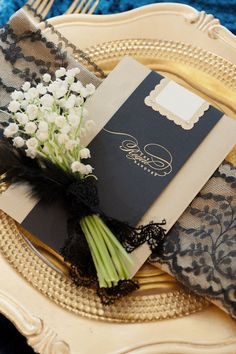 black + gold place setting -- would so want this if my wedding was going to be in the winter.