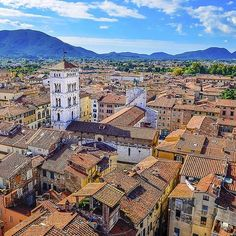 Good morning from Lucca Italy  Happy sunday to all of you #myeasyvoyage #italy #tuscany #beautifuldestinations #wonderful_places #welltraveled #exploremore #travel #travelingram #instatravel #phototravel #passionpassport #bluesky #es