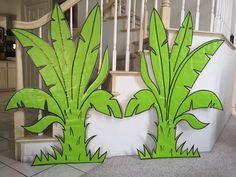 Decor idea for a jungle safari party Jungle Party, Safari Party, Safari Theme, Jungle Safari, Jungle Theme, Jungle Decorations, School Decorations, Tree Decorations, Leaf Cutout