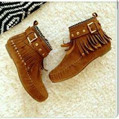SUPER CUTE MOCCASINS WORN ONCE SIZE IS 7.5 AND PRICE IS FIRM PLEASE DO NOT ASK OTHERWISE, IT'S NOT GETTING ANY LOWER KEEP IT MOVING !!! Shoes Moccasins