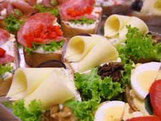 schmannkerlexpress - der mann Partys, Fresh Rolls, Cobb Salad, Cantaloupe, Restaurant, Fruit, Ethnic Recipes, Food, Restaurants