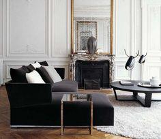 Increíbles molduras, espejos tallados, doble altura... pura sofisticación