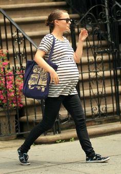 STREET STYLE   HOT MAMA   Natalie Portman