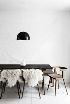 minimalism is the key to elegance | interior inspiration in neutral colours and minimal design in the dining room
