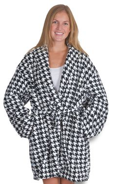 OMG im surprised i don't have one of these yet.. i NEEEDDD!!! Houndstooth Robe