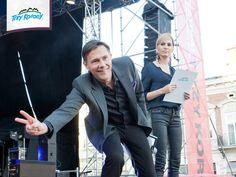 Między występami publiczność zabawiał Krzysztof Ibisz
