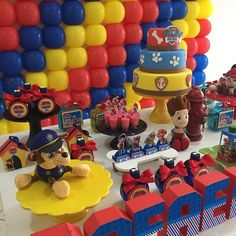 Image may contain: 1 person, food Sonic Birthday Parties, Baby 1st Birthday, Birthday Diy, Bolo Do Paw Patrol, Paw Patrol Cake, Paw Patrol Balloons, Paw Patrol Birthday Decorations, Balloon Wall, Baby Party