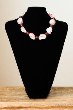 Collar de conchas y cristal de Murano. Cierre de plata.