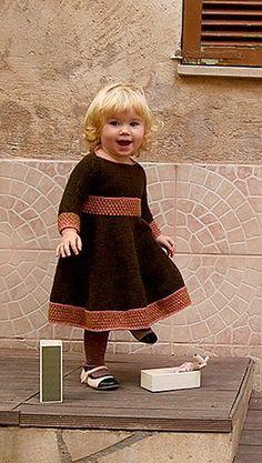 платье для девочки спицами