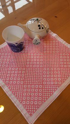 伝統的な十字花刺しと米刺しをmixして、オリジナルの柄を完成させました。ピンク色の一色ですが、部分部分で十字花刺しと米刺し刺し分けをしました。普通ではあまりないような、オリジナルの柄と配色ですので、かなりオシャレだと思います。ピンクでかわいい感じを出し、... Cross Stitch Charts, Cross Stitch Embroidery, Picnic Blanket, Outdoor Blanket, Hand Embroidery Designs, Needle And Thread, Blackwork, Applique, Quilts